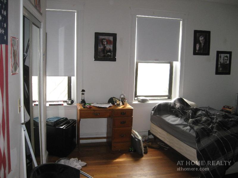 4 Bd on Cummings, 2 Bath, HT/HW, Avail 09/01, Porch, Parking Available
