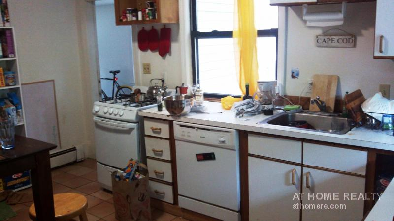 4 Bd on CHISWICK, 2 Bath, Laundry in Building, Yard