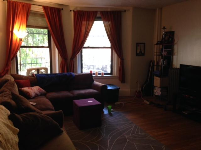 3 Bd on , High Ceiling, Hardwood Floors, Eat-in Kitchen, Laundry in Bu