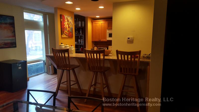 2 Bd, Modern Bath, 24 Hour Security, New/Renovated Kitchen, Duplex, A/