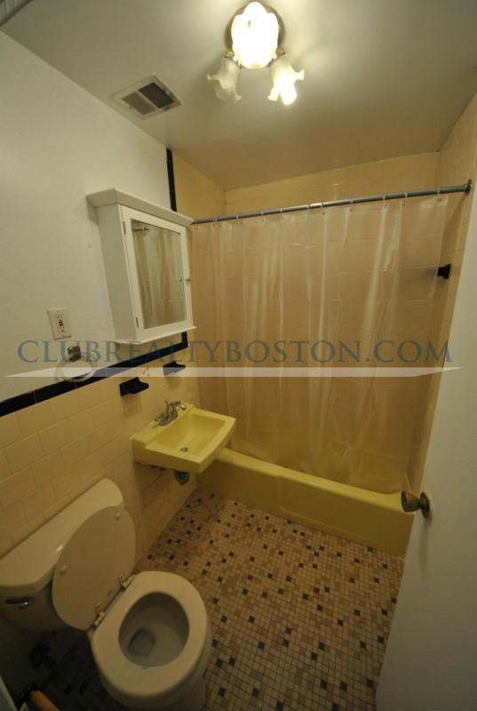 Private Bedroom in 2 bed w Heat/HW & Gas Free~Laundry  + Parking