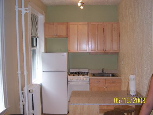 Studio on Revere St., Avail 06/01, Include Util., Laundry in Building