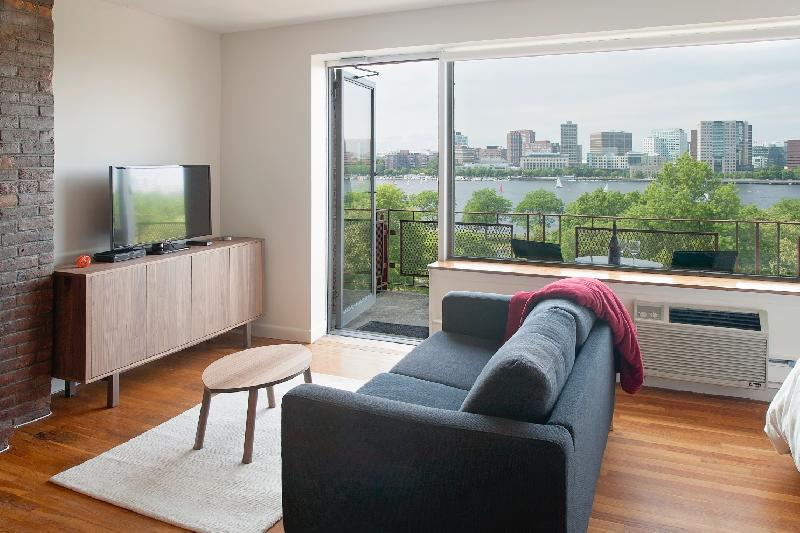LOVELY STUDIO~UTILITIES INCLD~FURNISHED!~GREEN LINE