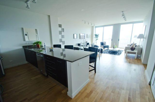 2 BED/2 BATH IN RIVER WEST