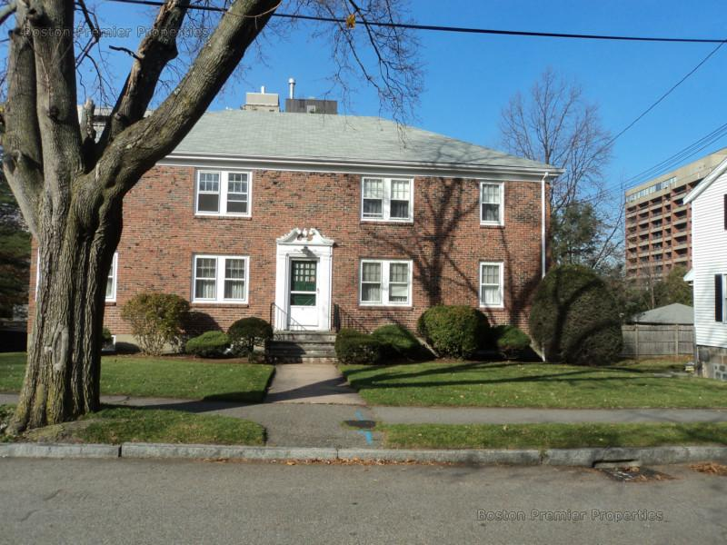 2 Beds, 1 Bath apartment in Quincy for $1,750