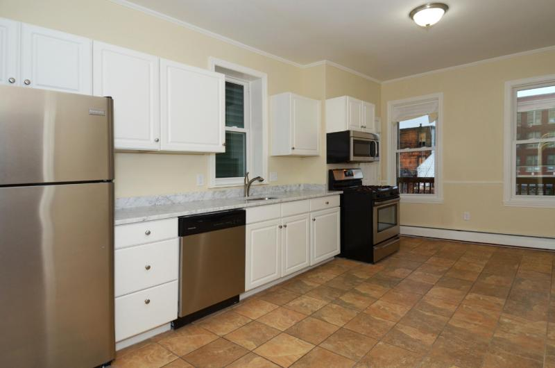 4 Beds, 1 Bath apartment in Boston, East Boston for $3,200