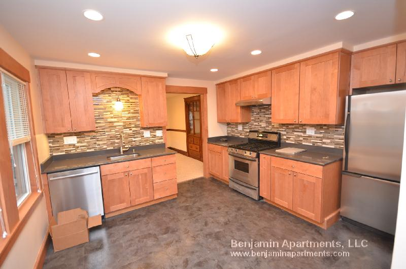 Phenomenal Southie 2bed CONDO on M St. w/ high ceilings, Deck, Granite