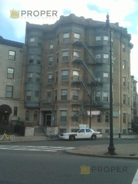 1 Bd on Beacon St., Avail 09/01, HT/HW, Parking Available, Near MBTA