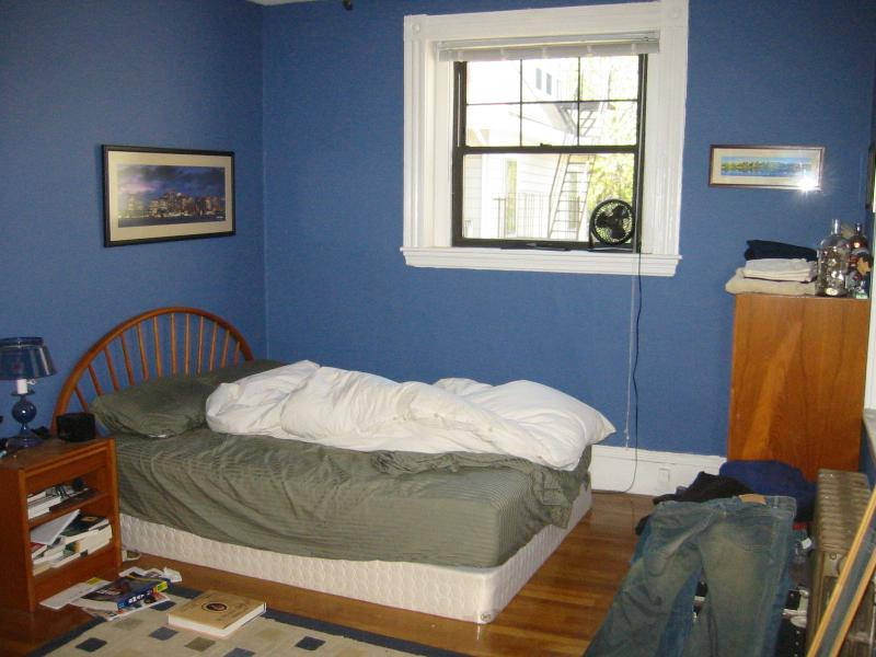 1 Bd Split on Babcock St., HT/HW, Avail 09/01, Laundry in Building