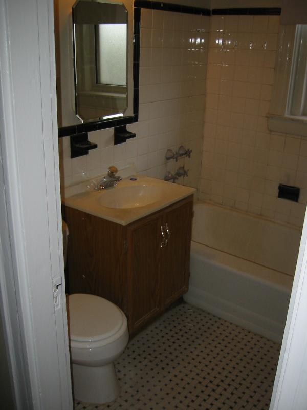 3 Bd on Winthrop Rd., Avail 09/01, HT/HW, Laundry in Building