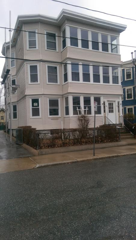 Large N. Cambridge 4 Bed/2 Bath! Walk to Davis or Alewife T- Avail 9/1