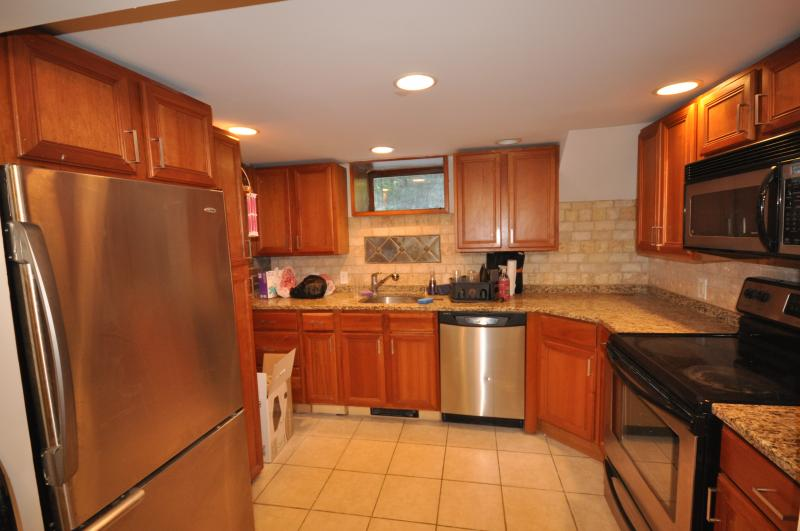 Stunning 3 bed apartment w/ private roof deck!! Must see