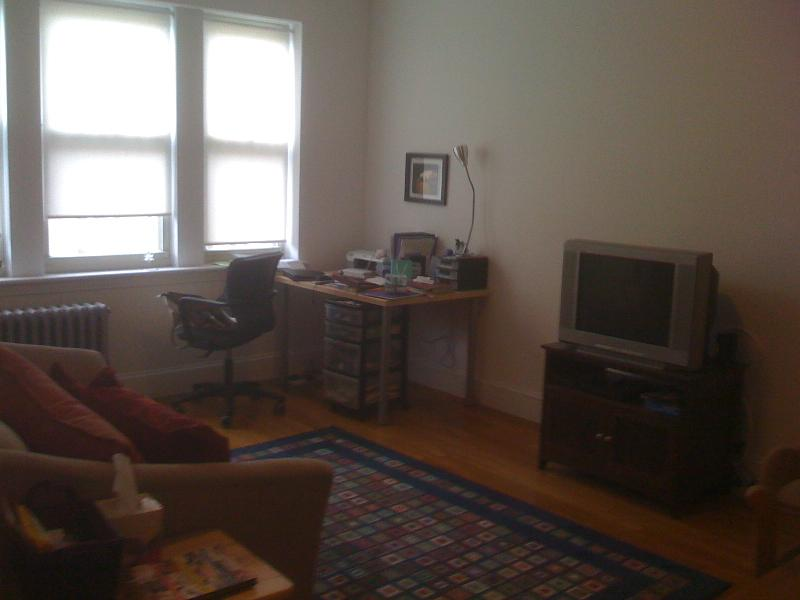 Big & Bright Colborne Rd 1 Bed at a Great Price!  Available 1/1