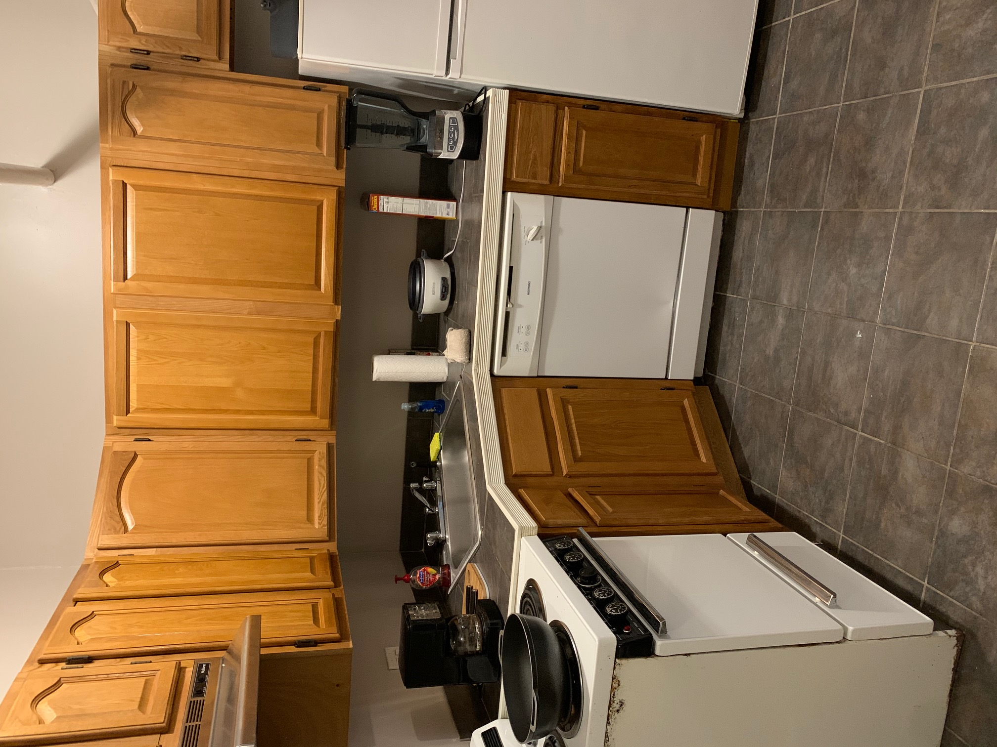 Pictures of  property for rent on Commonwealth Ave., Boston, MA 02215