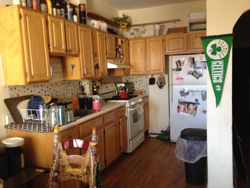 THE PERFECT 5 Bd on Calumet St! EASY access to schools! avail 9/1