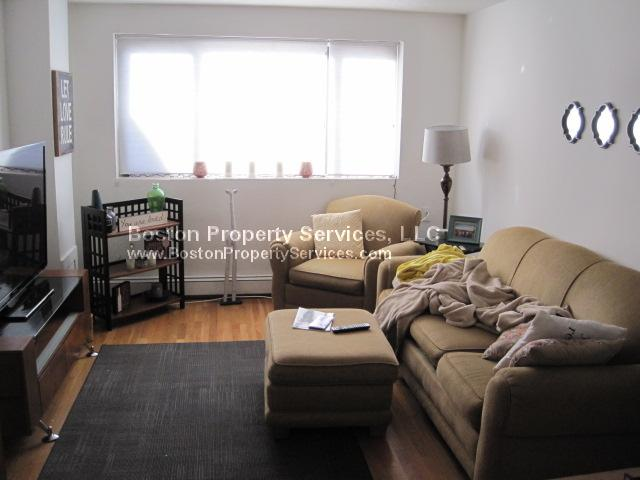 2 Bd on Parker Hill Ave., Avail 09/01, NO FEE, HT/HW, Parking Availabl