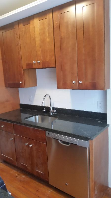 2 Bd on , Pet Ok, Hardwood Floors, Modern Kitchen, New Appliances, Par