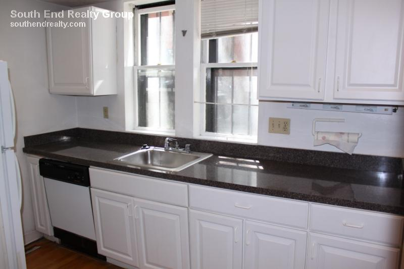 2 Bd on Gray St., Dishwasher, Hardwood Floors, Carpet, Deck, Duplex