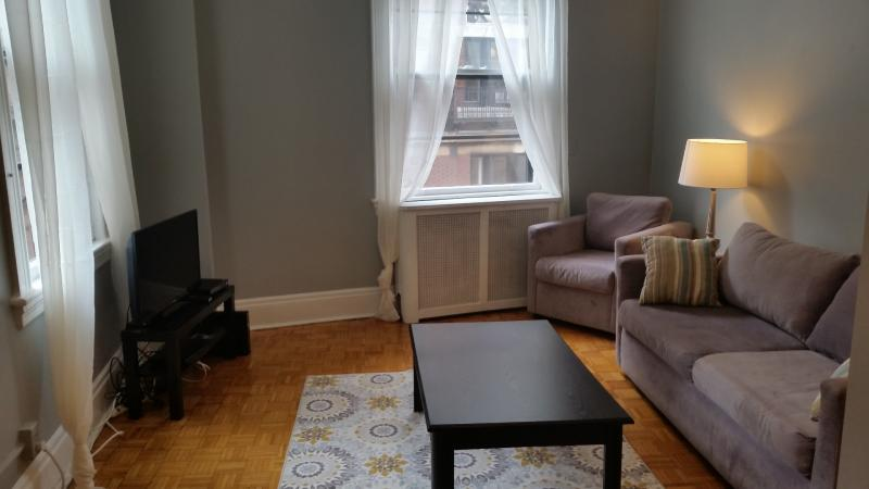 Fall in Love with This Unit... Location is EVERYTHING! All util incl,