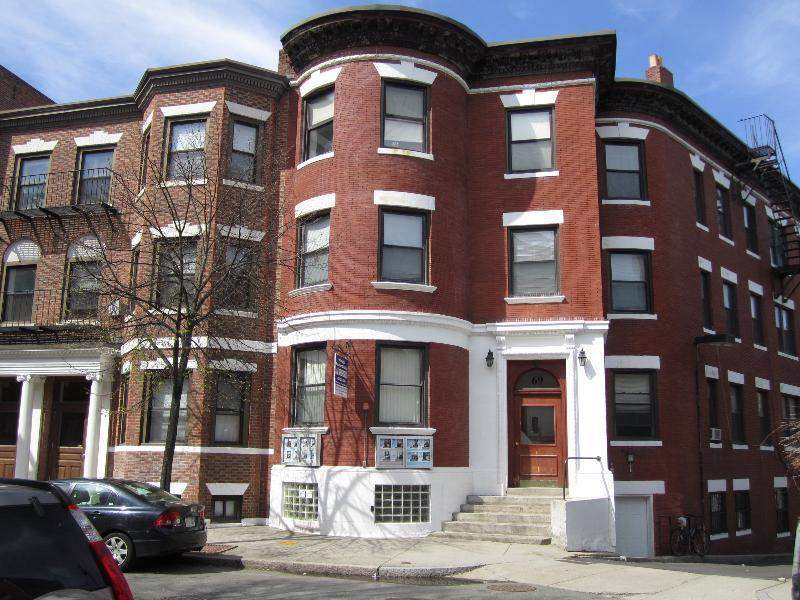 3 Beds, 2 Baths apartment in Boston, Fenway for $4,300