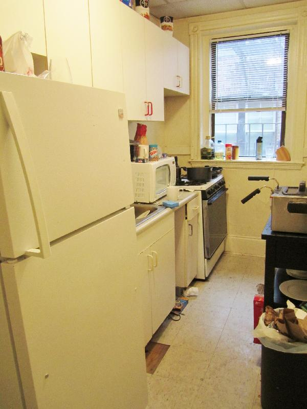 Spacious 2Bed Split Ht&Hw Incl, Laundry