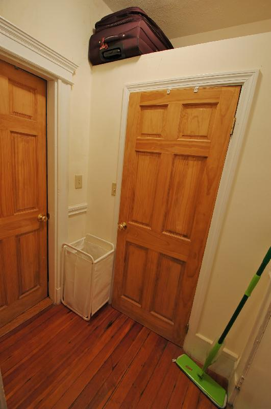 Avail 9/1 - Awesome, Clean, Renovated 1 BR on WESTLAND AVE