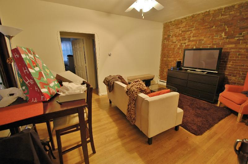 Stunning, Newly Renovated 2 Bed 1 Bath Apartment!!