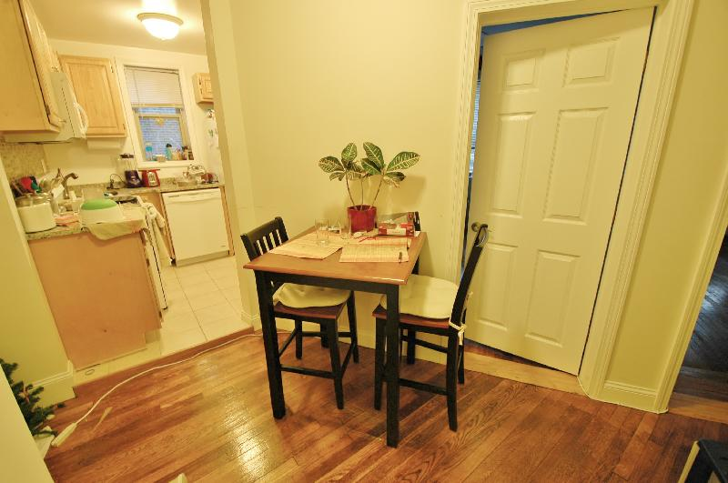 Avail 9/1 - Irresistible, Spacious, Well lit 1 BR split on Haviland!!!