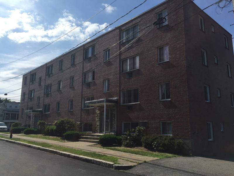 Renovated 2 Bd on Lowell Ave, Parking Included