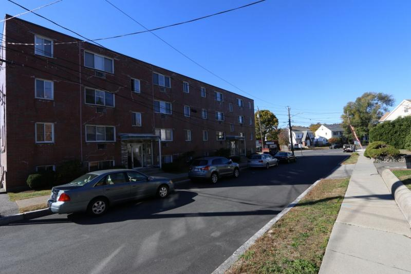AVAIL 9/1 BEAUTIFUL 2 Bd - Pking Incl, Easy access to T Bus