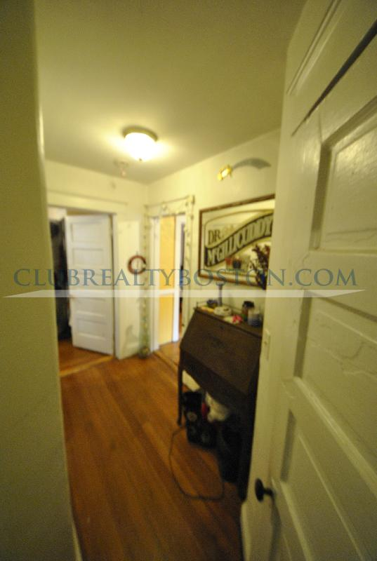 Private Room in Large 2 bed w Hardwood Floors_Deck_Dishwasher