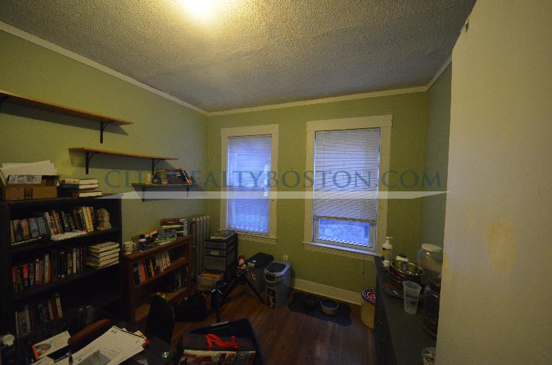 3  bed in Oak Square with off street parking & laundry! New kitchen~