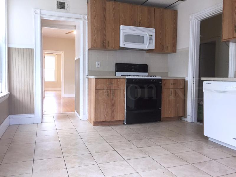 10 - 4 Bd, Parking Included, Laundry in Building, Duplex, Dishwasher