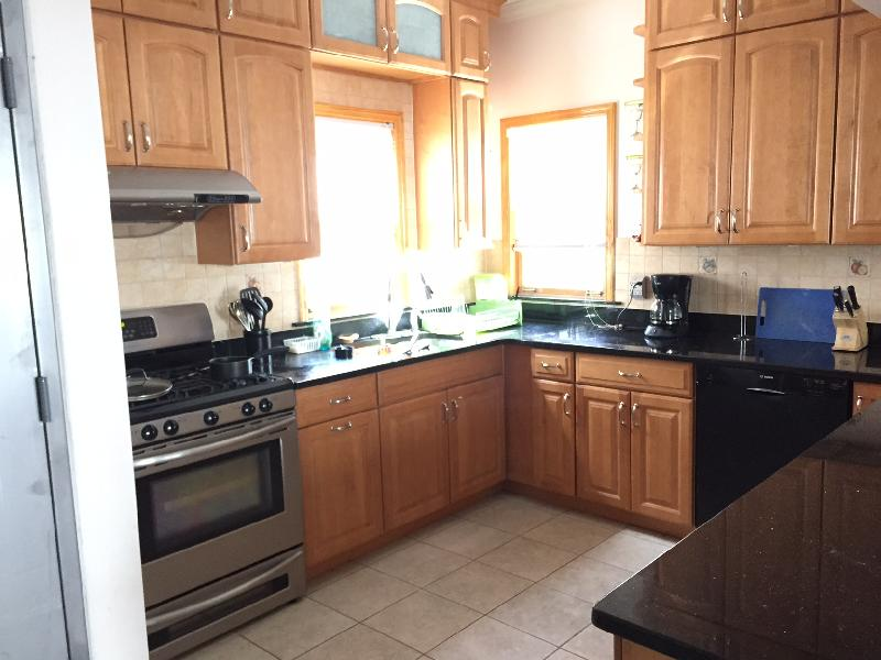 Luxury Apt / Steps to St Johns University / Includes All Utilities!!!