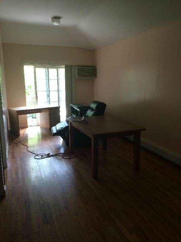 SPACIOUS 3 BR right by Henley Dorms and