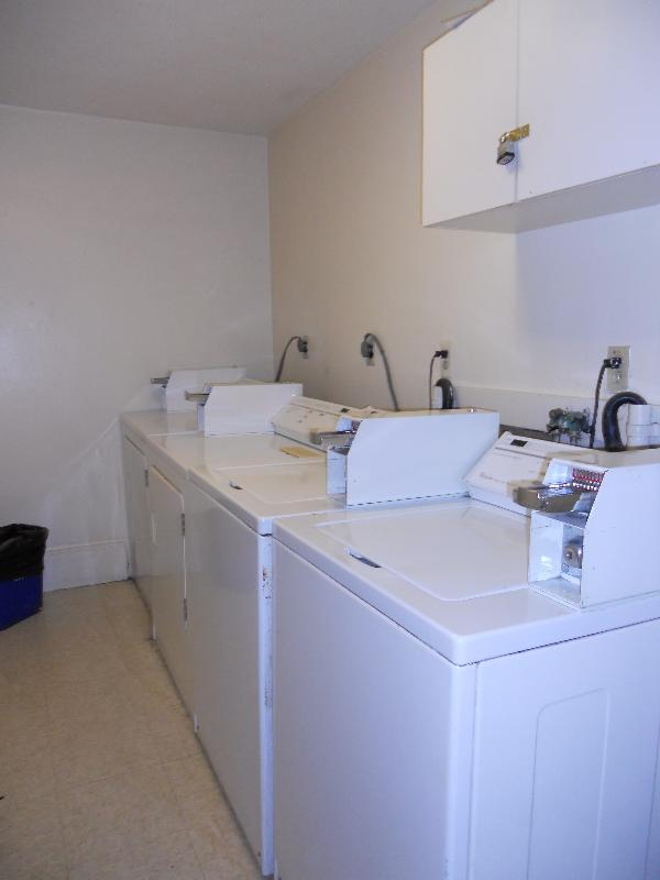 Studio w/ 1 Ba Located on Cortes St, All util incl, Cat ok, Student Ok