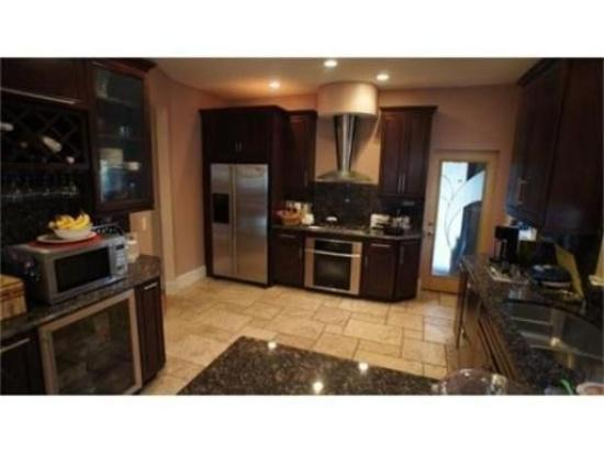 3 Bd on , 2 Bath, Laundry in Unit, Modern Kitchen, Parking Included