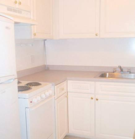 Studio on , NO FEE, Carpet, A/C, Modern Kitchen, Laundry in Building