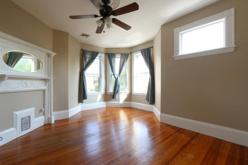 1 - BEAUTIFULLY RENOVATED 6 BEDROOM APARTMENT ON THE E LINE