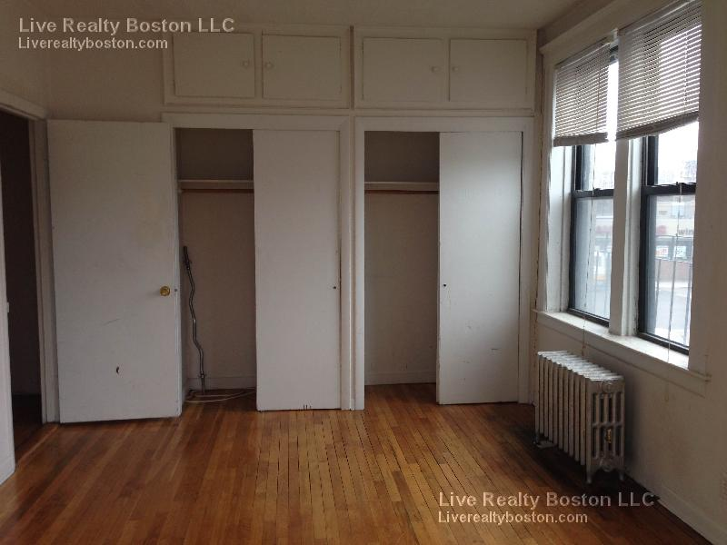 Bright 1 Bed Gem w/ Heat and Hot Water Included. Hardwood Floors