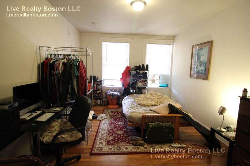 Great Studio! Great Location close to packards and coolidge corner!
