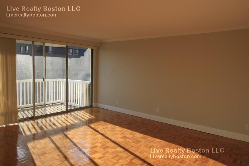 2 Bd on Beacon St., 2 Bath, Laundry in Building, Microwave, Bike Room