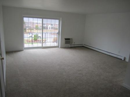 Nice Spacious Apartment, Great Location, Heat & Hot Water Incl.!!!
