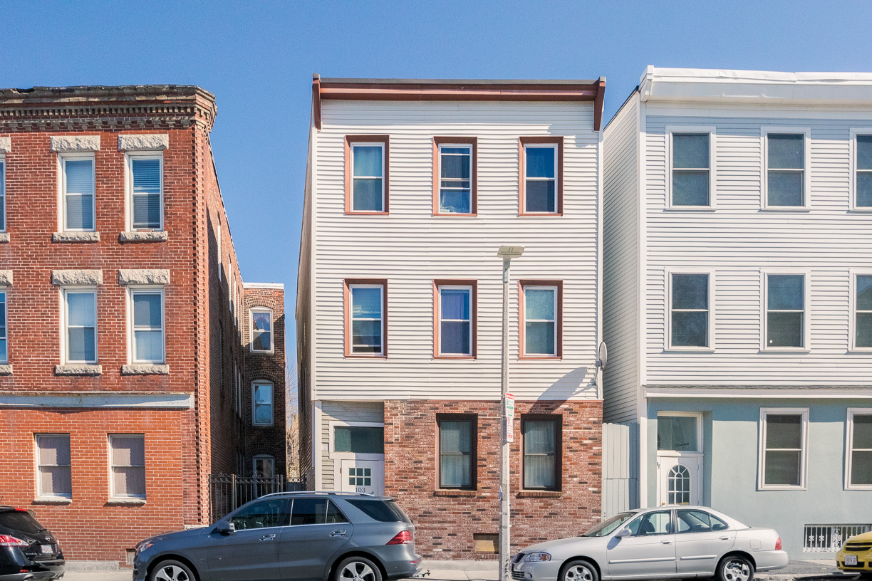 2 Beds, 1 Bath apartment in Boston, East Boston for $2,200