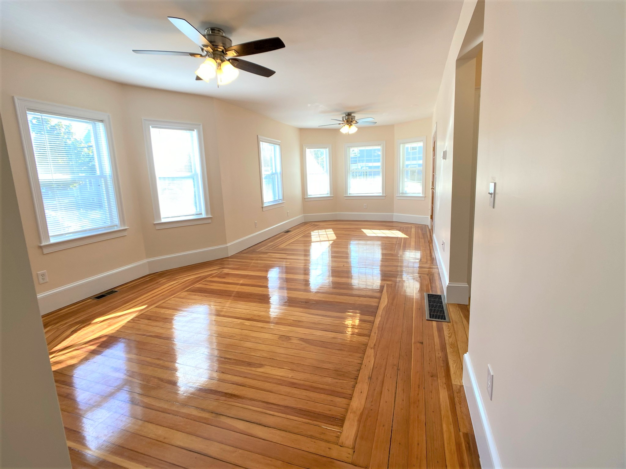 3 Beds, 1 Bath apartment in Medford, Tufts University for $900