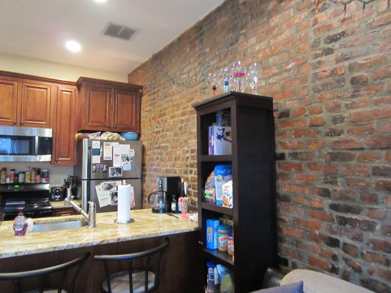 3 Bd, Pet Ok, High Ceiling, Recessed Lighting, Laundry in Unit, New/Re
