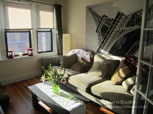 Dog Friendly One Bed, HT/HW Incl., Avail 8/1, Pet Ok, Laundry in Bldg.